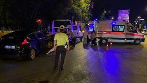 Kadıköyde iki otomobil çarpıştı, 3 kişi yaralandı