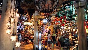 Yabancı turistler Türkiyede alışveriş yapmaya doymuyor