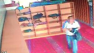 Sultangazide camiden ayakkabı hırsızlığı kamerada