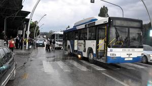 Polis servis aracı EGO otobüsüne çarptı