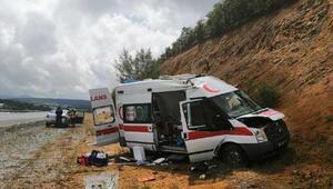 Hasta taşıyan ambulans takla attı: 4 yaralı