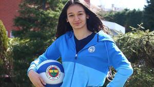 Fenerbahçede İdil Saçalırla profesyonel sözleşme yapıldı