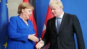 Boris Johnson başbakan olarak ilk ziyaretini Almanyaya yaptı