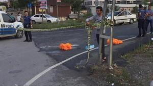 Sultanbeyli'de kamyonun altında ezilen motosikletli iki kişi öldü