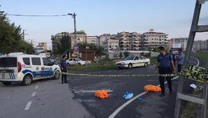 Sultanbeylide kamyonun altında kalan motosikletli 2 kişi öldü