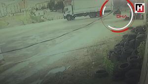 Sultanbeylide kamyonun motosikletteki iki kişiyi ezme anı kamerada