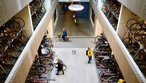 Hollandada dünyanın en büyük bisiklet parkı açıldı