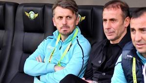 Son Dakika: Beşiktaşta yardımcı antrenör Orhan Ak istifa etti Kulüp istifayı kabul etti...