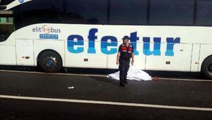 Zonguldakta yolcu otobüsünün çarptığı yaya öldü