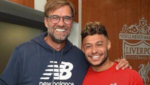 Liverpool, Alex Oxlade-Chamberlainin sözleşmesini uzattı