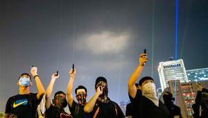 Hong Kong Havalimanındaki protesto yasağı uzadı