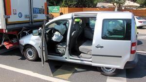 TIRa çarpan hafif ticari aracın sürücüsü yaralandı