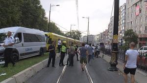 Son dakika... İstanbulda minibüs tramvay yoluna girdi Seferler bir süre durdu
