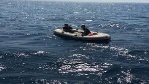 Edirnede lastik botta 2 kaçak göçmen yakalandı
