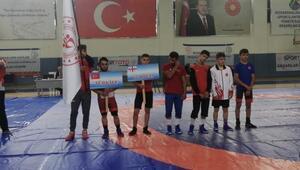 Uluslararası Mehmet Akif Pirim Güreş Turnuvası başladı