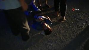 Seyir halindeki pikabın arkasına asılan çocuk yere düşerek ağır yaralandı