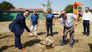 Mustafakemalpaşa'da hayvan barınağı ağaçlandırıldı