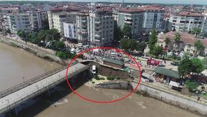 Termede köprünün yola bağlantı noktası çöktü, 2 kişi yaralandı
