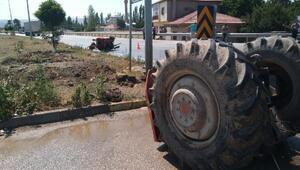 Otomobil ile çarpışan traktör ikiye bölündü: 3 yaralı