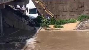 Termede köprü çöktü: 2 yaralı