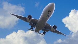 Havada panik Pilot bayıldı, uçağı yolcu pilot indirdi