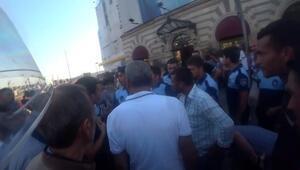 Galata Köprüsü'nde seyyar satıcılar zabıtaya sopayla saldırdı