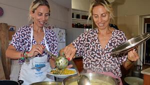 Ünlü şarkıcı Zeynep Casalini mutfakta