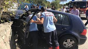 Öğretmenler kaza yapan araçta sıkıştı