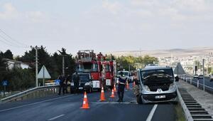Minibüs bariyerlere çarptı: Anne ile kızı öldü, baba ve 2 çocuğu yaralı