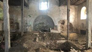 Sarıyerdeki tarihi kiliseyi defineciler talan etti