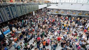 Havalimanında alarm: Yasak bölgeye girdi, uçuşlar durdu, 7 bin yolcu etkilendi