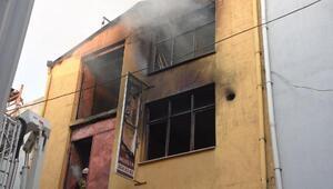 İzmirde 3 katlı mobilya atölyesinde yangın