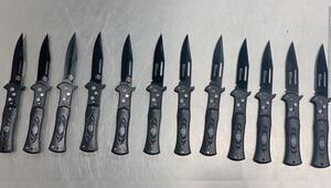 Polisler bile şaşırdı Valizinden 12 sustalı bıçak çıktı