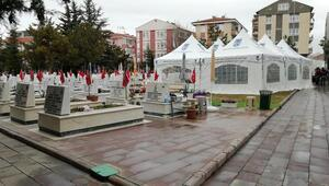 Cenaze sahiplerine çadır hizmeti