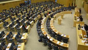 İsveçte İslam karşıtı milletvekili partisinden kovuldu