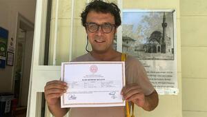 Eğitimini tamamladı, işaret dili sertifikasını aldı