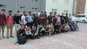 Dinlenme tesisinde 28 kaçak göçmen yakalandı