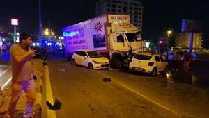 Freni patlayan kamyon, ışıkta bekleyen 11 aracı biçti: 12 yaralı