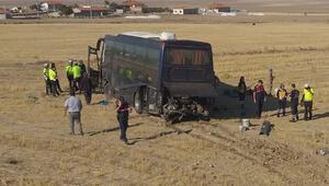 Kayıtsız göçmenleri taşıyan otobüs kaza yaptı