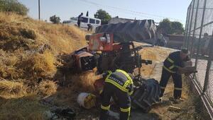 Devrilen traktördeki 2 kişi yaralandı
