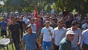 Menemende, pazarcılardan belediye önünde eylem