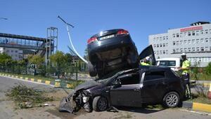 Otomobil, çarptığı otomobilin üzerinde kaldı: 10 yaralı