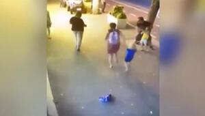 Ailesi ile yürüyen çocuklara bıçakla saldırdı Dehşet anları kamerada
