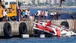Su almaya başlayan yat kıyıya yanaştırılıp, yolcular ve mürettebat kurtarıldı