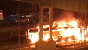 TEM'de yolcu otobüsü alev alev yandı