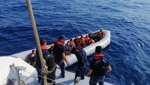Bodrumda lastik botta 44 kaçak göçmen yakalandı