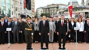 Taksim Meydanında 30 Ağustos töreni