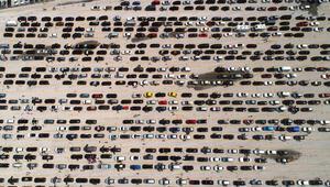 Bulgaristan yavaş yapınca kuyruk 9 kilometreyi buldu Binlerce araç otoparkı doldurdu