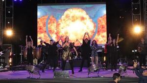 Zonguldakta İrem Derici konserinde faciadan dönüldü