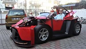 Emekli maaşıyla kendine otomobil yaptı